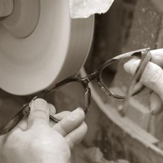 Pruducció artesanal i tradició japonesa en la manufactura de les ulleres